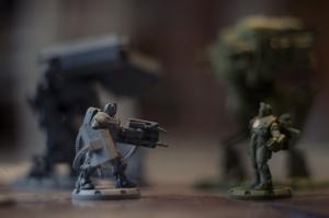 Lara Walter der Achsenmächte im Angesicht  der Alliierten in einer Runde  'Dust Tactics' auf der Scorpcon 3