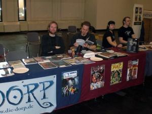 Der DORP-Stand – und rechterhand unsere Standplatz-Mitbewohn-Gäste von Cthulhus Ruf – auf der RPC 2013.